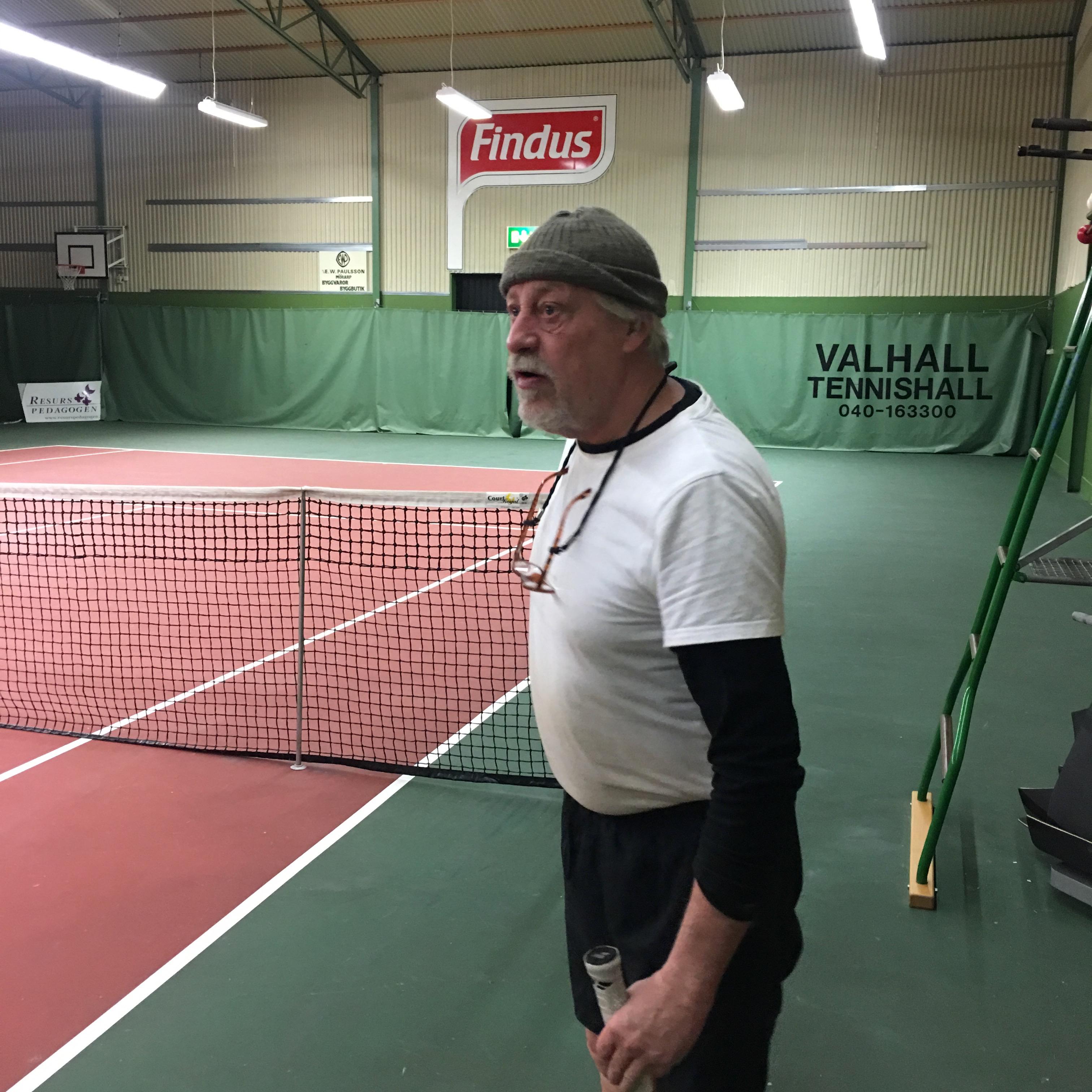 Känd fågelskådare gick fel-Hamnade i Bjuvs tennishall